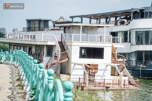 Ảnh: Cận cảnh nghĩa địa du thuyền từng một thời sầm uất ở Hồ Tây - Ảnh 10.
