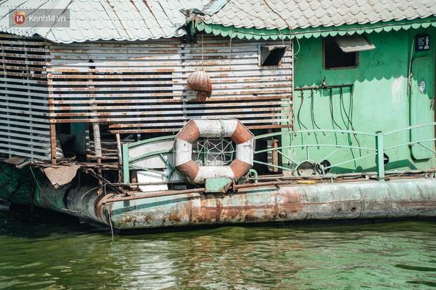 Ảnh: Cận cảnh nghĩa địa du thuyền từng một thời sầm uất ở Hồ Tây - Ảnh 13.