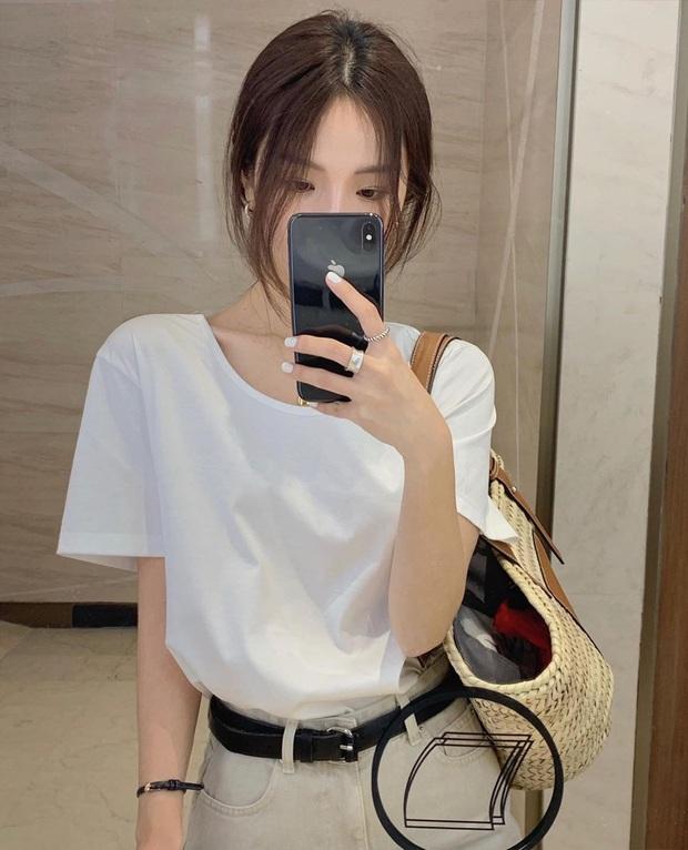 Chuyện mua áo phông trắng: Từng chi bạc triệu mua áo hàng hiệu nhưng tôi nhận ra thà mua áo bình dân còn hơn - Ảnh 1.