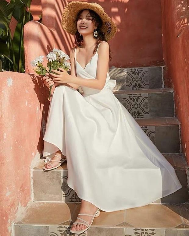 Chỉ cần bỏ ra từ 300k, bạn đã sắm được một em váy trắng diện hè vừa mát vừa xinh không cần chỉnh - Ảnh 1.