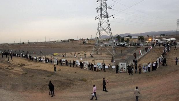 Nổ lớn tại nhà máy điện ở miền Trung Iran - Ảnh 1.