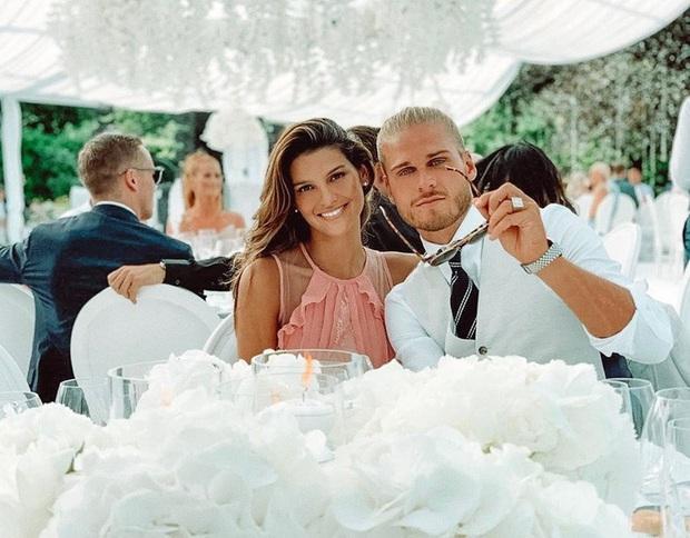 Sở hữu ngoại hình cực phẩm giống tài tử Brad Pitt, sao bóng đá khốn khổ vì bị làm phiền bởi những lời đề nghị kinh dị, có bạn gái thì mới dễ thở hơn - Ảnh 5.