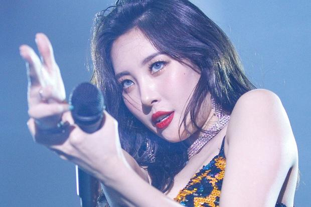 Ngẩn ngơ trước nhan sắc nóng bỏng của cô nàng diện áo Damwon Gaming: Hóa ra là nữ ca sĩ có biệt danh nữ hoàng quyến rũ Kpop - Ảnh 6.