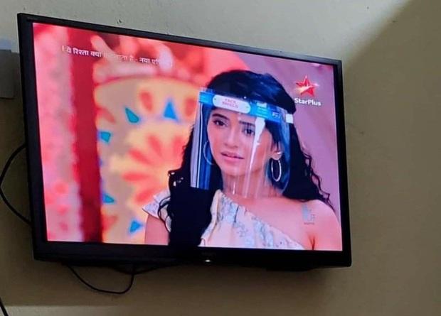 Cười ra nước mắt vì nụ hôn sáng tạo sau nón chắn dịch ở phim Ấn Độ mùa giãn cách - Ảnh 5.