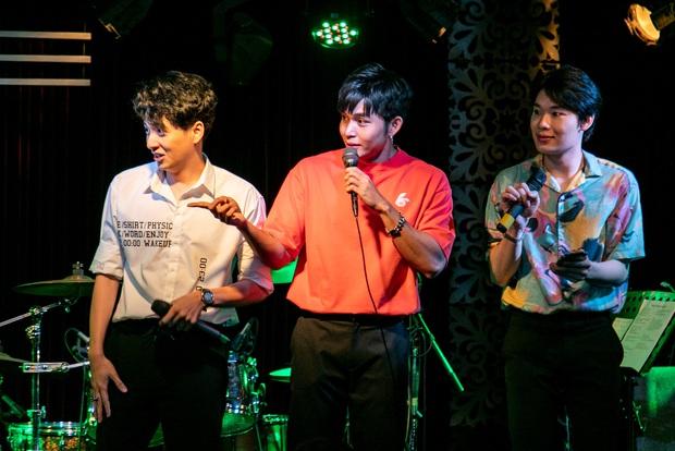 Jun Phạm công khai khoe nhẫn cặp với Ngô Kiến Huy, song ca bài hát mới toanh cùng với Quang Trung tại showcase mừng sinh nhật - Ảnh 9.