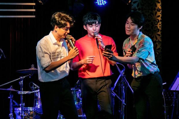 Jun Phạm công khai khoe nhẫn cặp với Ngô Kiến Huy, song ca bài hát mới toanh cùng với Quang Trung tại showcase mừng sinh nhật - Ảnh 10.