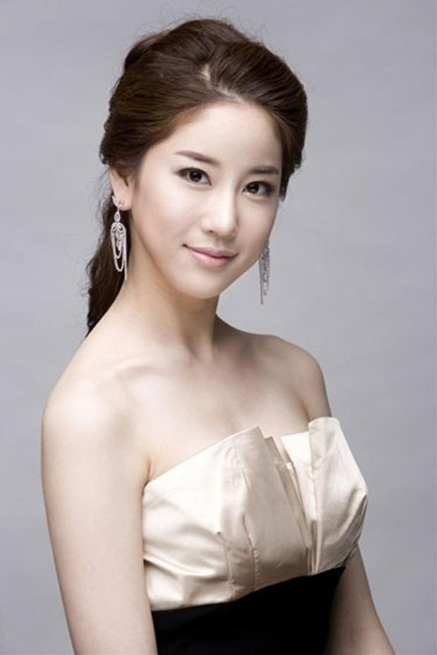 Người tình quyền lực của dàn Hoa hậu Hàn: Sao ngực khủng hốt cả Ji Chang Wook - G-Dragon, mỹ nhân Gia đình là số 1 quá thảm - Ảnh 35.