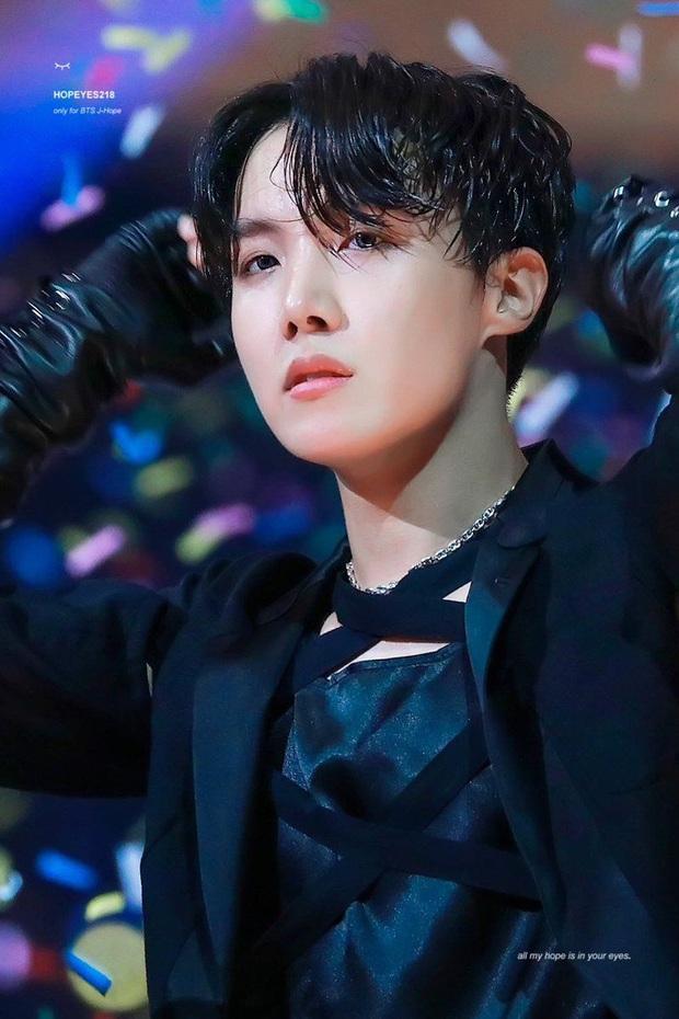 Khi idol nghiêm khắc chấn chỉnh đồng đội: j-hope (BTS) khiến Jin lo lắng khi sai vũ đạo, Bi Rain có.. 3 cấp độ tức giận - Ảnh 2.