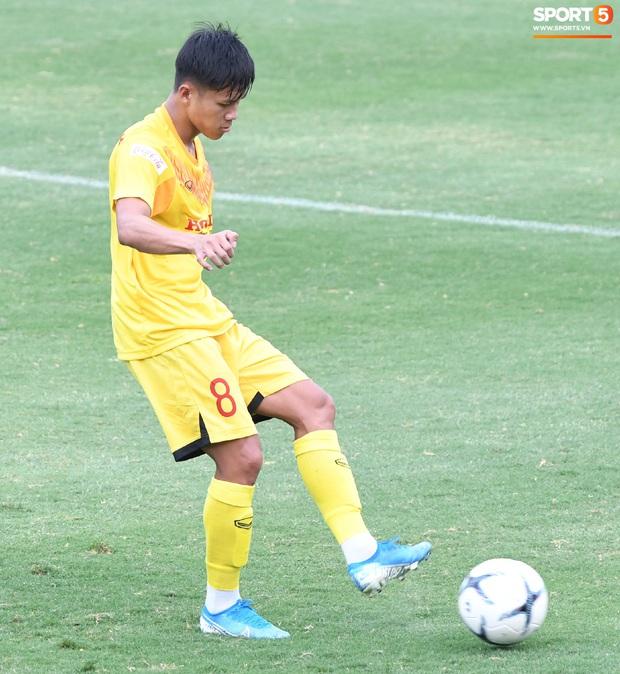 HLV Park Hang-seo dạy cho cầu thủ U22 Việt Nam bài học về cách lắng nghe, dặn dò đầy tâm huyết trước khi chia tay: Các bạn phải nỗ lực gấp đôi người khác  - Ảnh 21.