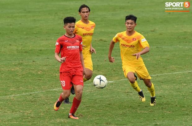 HLV Park Hang-seo dạy cho cầu thủ U22 Việt Nam bài học về cách lắng nghe, dặn dò đầy tâm huyết trước khi chia tay: Các bạn phải nỗ lực gấp đôi người khác  - Ảnh 3.