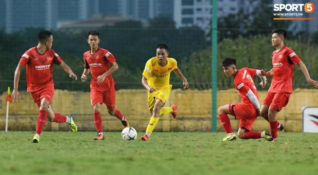 HLV Park Hang-seo dạy cho cầu thủ U22 Việt Nam bài học về cách lắng nghe, dặn dò đầy tâm huyết trước khi chia tay: Các bạn phải nỗ lực gấp đôi người khác  - Ảnh 2.