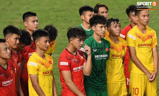 HLV Park Hang-seo dạy cho cầu thủ U22 Việt Nam bài học về cách lắng nghe, dặn dò đầy tâm huyết trước khi chia tay: Các bạn phải nỗ lực gấp đôi người khác  - Ảnh 5.