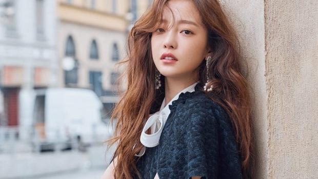 Biến căng drama giành tài sản của Goo Hara: Bố Jiyoung (KARA) bất ngờ chống lại người mẹ tham lam của idol quá cố - Ảnh 2.