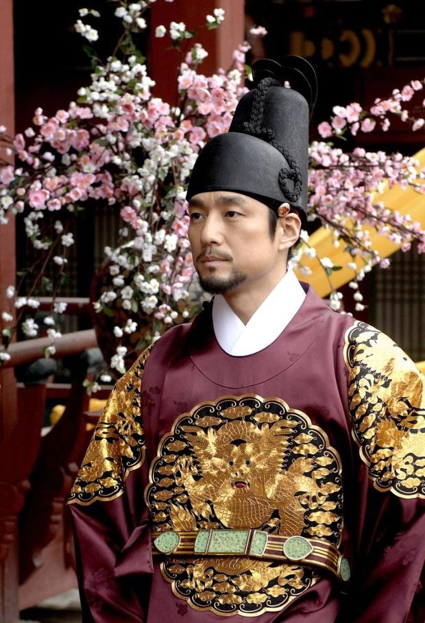 """Dàn sao """"Dong Yi"""" sau 10 năm: Nữ chính - phụ lận đận tình duyên, Kwang Soo hẹn hò """"Tiểu Song Hye Kyo"""", sao nhí lột xác đỉnh nhất - Ảnh 14."""