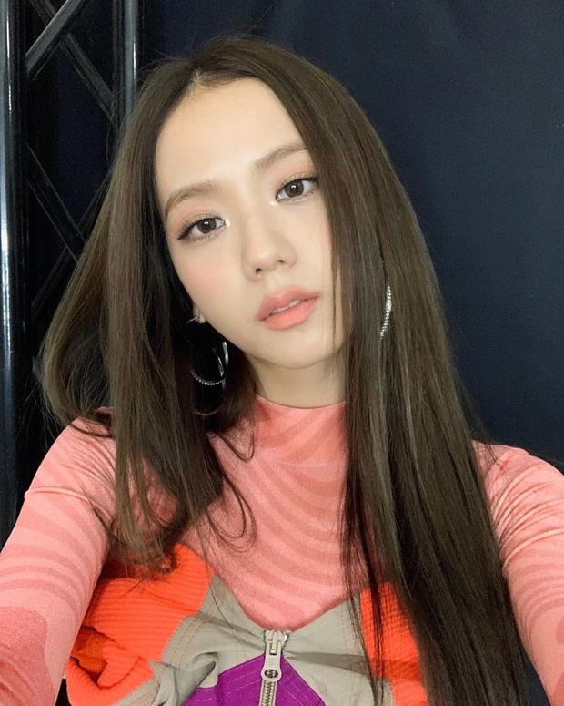 Quá ghen tị với Jisoo: Người đâu xinh đến mức cân hết những màu son bợt nhất, trông chẳng nhợt nhạt lại còn sang  - Ảnh 1.