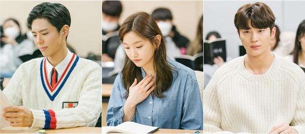 Park Bo Gum xuất hiện cực bảnh, sánh đôi với thiên tài lửa đảo Parasite Park So Dam ở buổi đọc kịch bản phim mới  - Ảnh 1.