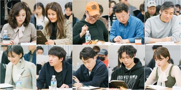 Park Bo Gum xuất hiện cực bảnh, sánh đôi với thiên tài lửa đảo Parasite Park So Dam ở buổi đọc kịch bản phim mới  - Ảnh 8.