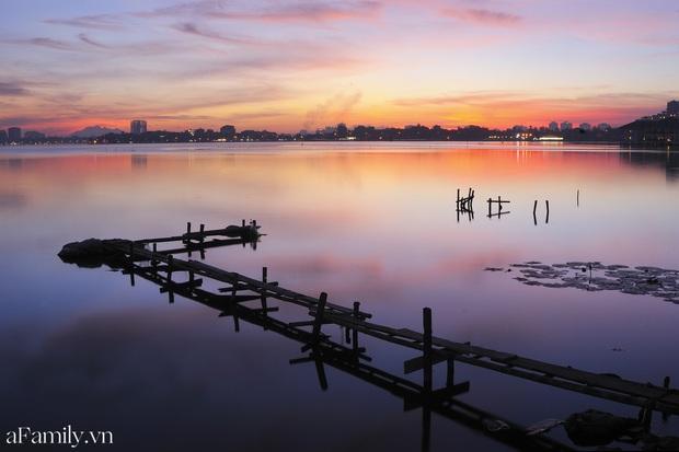 Chùm ảnh: Hoàng hôn tím đỏ trên hồ Tây những buổi chiều mùa hạ - điều đáng giá của những đợt nắng nóng đổ lửa là đây chứ đâu! - Ảnh 8.