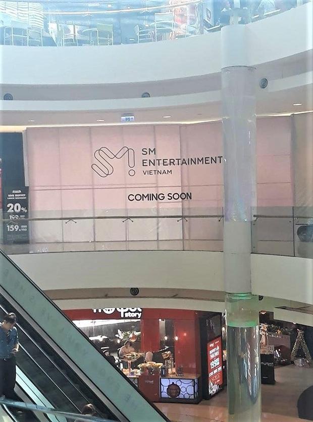 Hé lộ hình ảnh đầu tiên của SMTOWN tại Việt Nam cùng loạt sự kiện trước ngày khai trương, fan Việt sắp có dịp gặp các idol ngoài đời? - Ảnh 1.