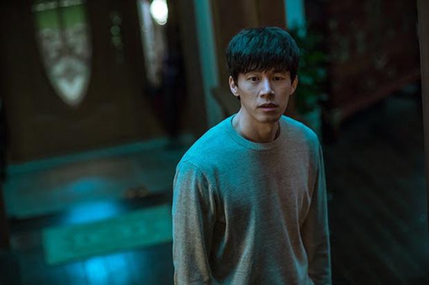 Kẻ Đột Nhập: Mợ ngố Song Ji Hyo lên gân tâm lý cực căng nhưng mạch phim đuôi chuột làm người xem hơi hẫng nhẹ - Ảnh 7.