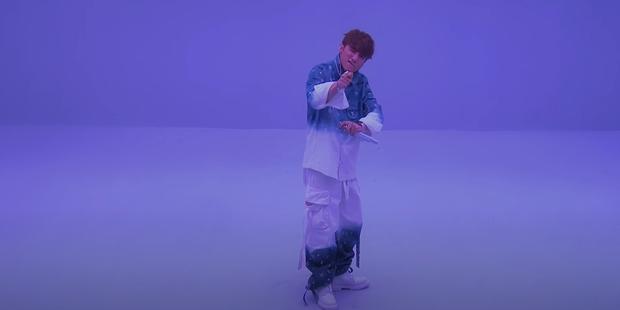 Sơn Tùng M-TP trình diễn sân khấu live đầu tiên của Có Chắc Yêu Là Đây: xem xong cứ tưởng đang xem phần 2 của MV? - Ảnh 5.