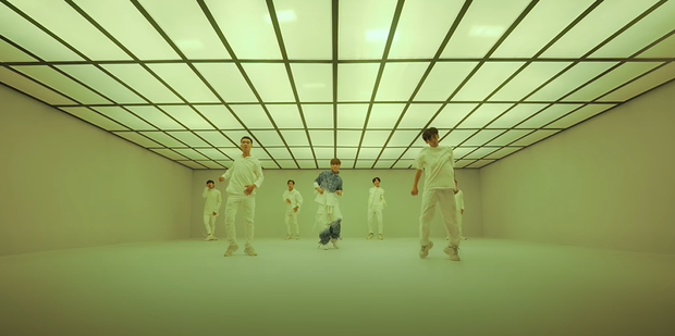 Sơn Tùng M-TP trình diễn sân khấu live đầu tiên của Có Chắc Yêu Là Đây: xem xong cứ tưởng đang xem phần 2 của MV? - Ảnh 2.