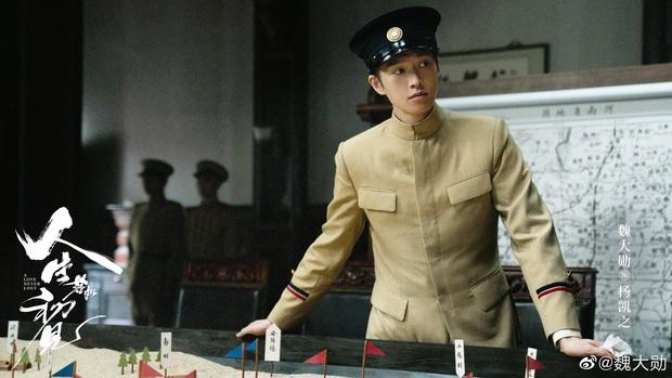 Lý Hiện - Ngụy Đại Huân cùng xuất hiện ở hậu trường phim, netizen hú hồn: Sao chẳng đẹp như trên poster nhỉ? - Ảnh 2.