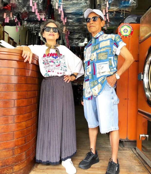 Quần áo khách mang đến giặt cả chục năm không lấy, 2 cụ già chủ tiệm lôi ra lên đồ chụp hình OOTD chất đét - Ảnh 4.
