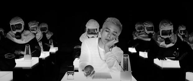 Quả táo thần kỳ truyền qua nhiều thế hệ của nhà YG: Từ G-Dragon cho đến Lisa hay tân binh TREASURE, cứ cầm táo là tự động rap hay? - Ảnh 8.