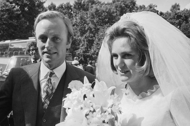 Camilla Parker Bowles: Từ cô tiểu thư sinh ra đã ngậm thìa bạc, bà cố là nhân tình khét tiếng của Vua cho đến người thứ 3 bị ghét nhất nước Anh - Ảnh 3.