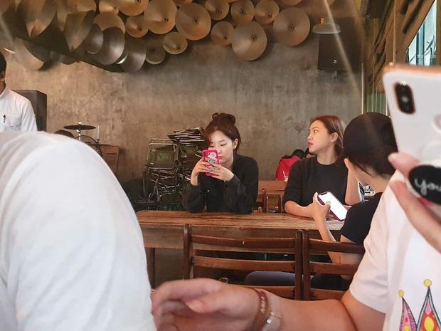 Red Velvet đi bộ hơn 30 phút dưới trời nóng để uống Cộng cafe ở Việt Nam nhưng thất bại chỉ vì... quên mang tiền mặt - Ảnh 1.