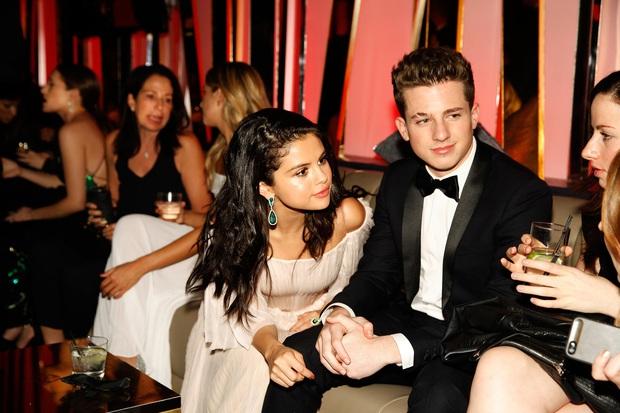 Charlie Puth gây phẫn nộ khi thừa nhận nôn oẹ trên phim trường và nguyên nhân liên quan đến... Selena Gomez - Ảnh 3.