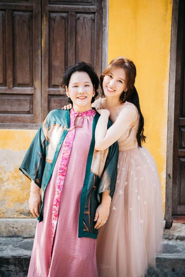 Hari Won tung bộ ảnh du lịch riêng đầu tiên với mẹ ruột người Hàn, thừa nhận có lỗi với bà sau gần 4 năm kết hôn - Ảnh 2.