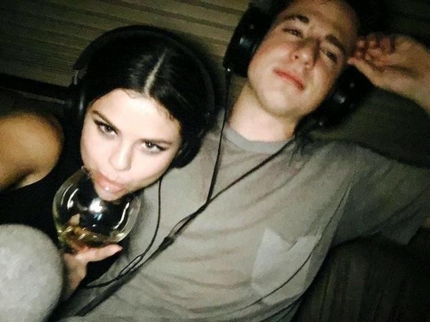 Charlie Puth gây phẫn nộ khi thừa nhận nôn oẹ trên phim trường và nguyên nhân liên quan đến... Selena Gomez - Ảnh 6.