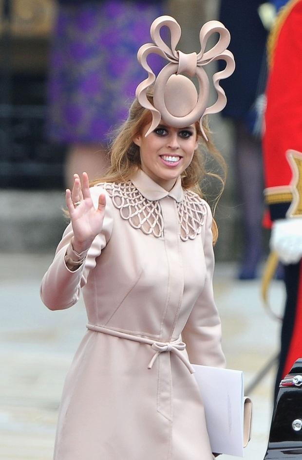 Công chúa Beatrice: Từ cô nàng thị phi, luôn gắn mác xấu tính lột xác thành cô dâu hoàng gia tinh tế được khen ngợi hết lời - Ảnh 2.