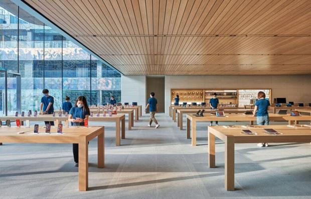 Apple Store đẹp nhất Trung Quốc vừa mở cửa, đúng chất tối giản nhưng đầy tinh tế của nhà Táo - Ảnh 2.