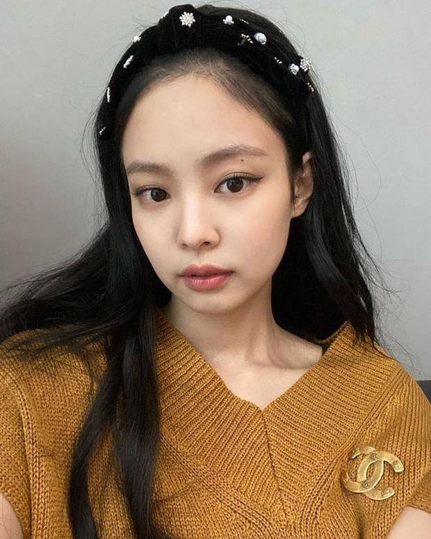 6 nàng Bạch Tuyết xứ Hàn: Da trắng, tóc đen như gỗ mun, có người 30 tuổi rồi vẫn chưa một lần nhuộm tóc - Ảnh 11.