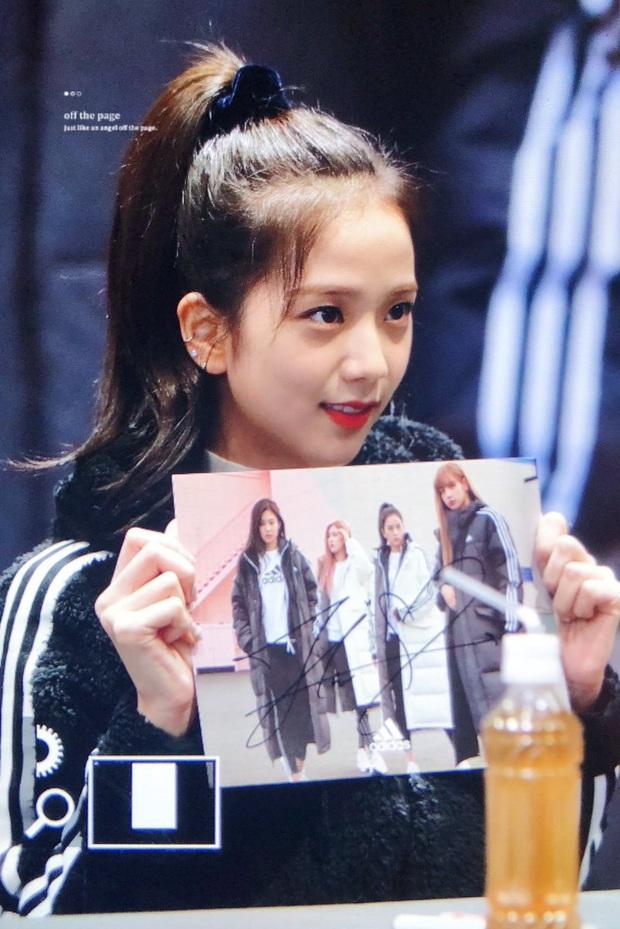 Jisoo đâu chỉ xõa tóc suốt ngày, cô nàng còn có 4 cách buộc tóc xinh ngẩn ngơ mà ai không học theo sẽ tiếc - Ảnh 11.