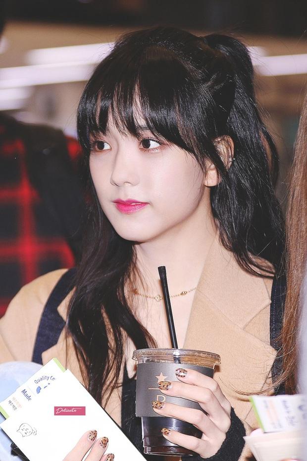 Jisoo đâu chỉ xõa tóc suốt ngày, cô nàng còn có 4 cách buộc tóc xinh ngẩn ngơ mà ai không học theo sẽ tiếc - Ảnh 13.