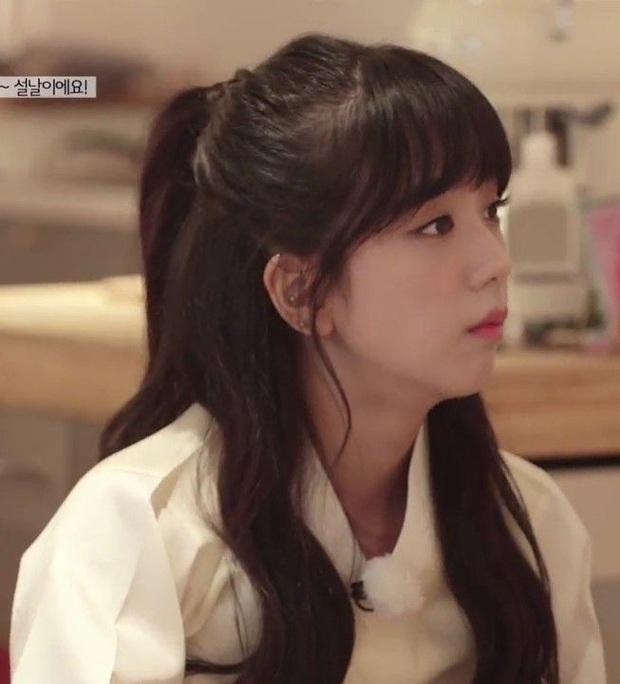 Jisoo đâu chỉ xõa tóc suốt ngày, cô nàng còn có 4 cách buộc tóc xinh ngẩn ngơ mà ai không học theo sẽ tiếc - Ảnh 14.