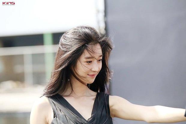 6 nàng Bạch Tuyết xứ Hàn: Da trắng, tóc đen như gỗ mun, có người 30 tuổi rồi vẫn chưa một lần nhuộm tóc - Ảnh 4.
