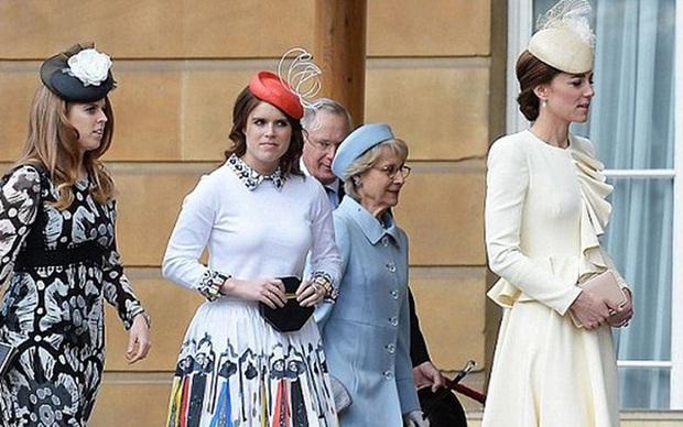 Công chúa Beatrice: Từ cô nàng thị phi, luôn gắn mác xấu tính lột xác thành cô dâu hoàng gia tinh tế được khen ngợi hết lời - Ảnh 6.
