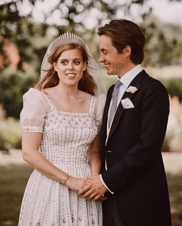 Công chúa Beatrice: Từ cô nàng thị phi, luôn gắn mác xấu tính lột xác thành cô dâu hoàng gia tinh tế được khen ngợi hết lời - Ảnh 7.