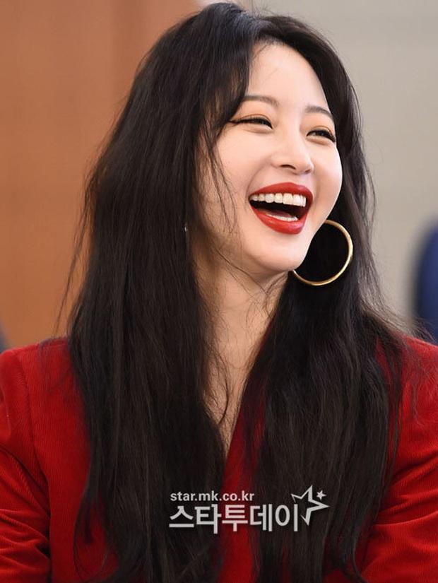 6 nàng Bạch Tuyết xứ Hàn: Da trắng, tóc đen như gỗ mun, có người 30 tuổi rồi vẫn chưa một lần nhuộm tóc - Ảnh 8.