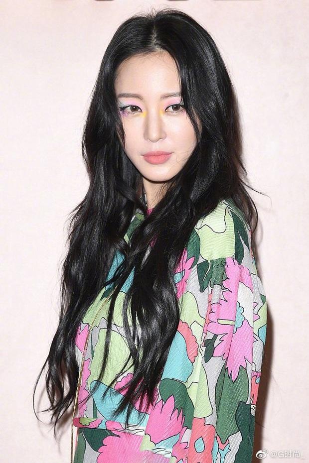 6 nàng Bạch Tuyết xứ Hàn: Da trắng, tóc đen như gỗ mun, có người 30 tuổi rồi vẫn chưa một lần nhuộm tóc - Ảnh 9.