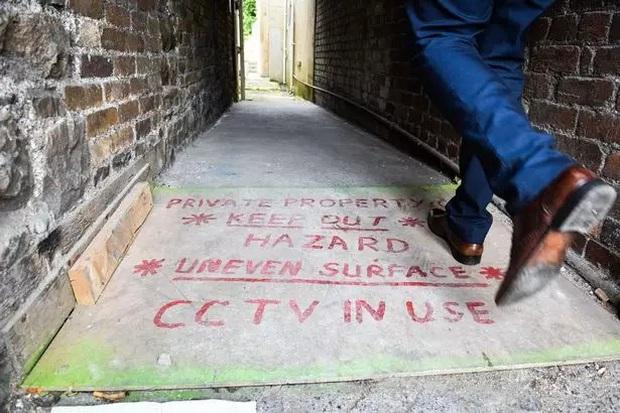 Ngôi nhà kỳ lạ thường xuyên phát ra tiếng thét từ dưới hầm sâu khiến cặp vợ chồng phải bỏ của chạy lấy người - Ảnh 5.