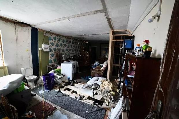 Ngôi nhà kỳ lạ thường xuyên phát ra tiếng thét từ dưới hầm sâu khiến cặp vợ chồng phải bỏ của chạy lấy người - Ảnh 2.