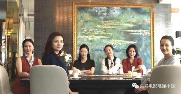 Netizen hú hồn với khoảnh khắc Đồng Dao và hội bạn diện túi tiền tỉ đi họp nhóm ở 30 Chưa Phải Là Hết - Ảnh 3.