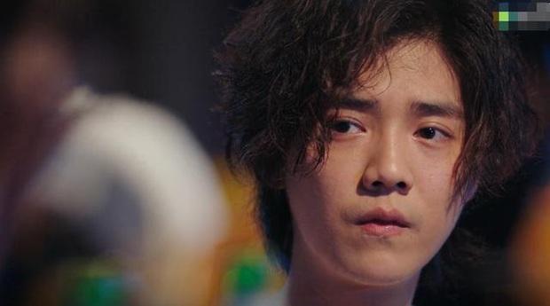 """Lộc Hàm tái xuất với tạo hình """"nghèo rớt mồng tơi"""" ở phim mới khiến fan hú hồn không nhận ra idol - Ảnh 1."""