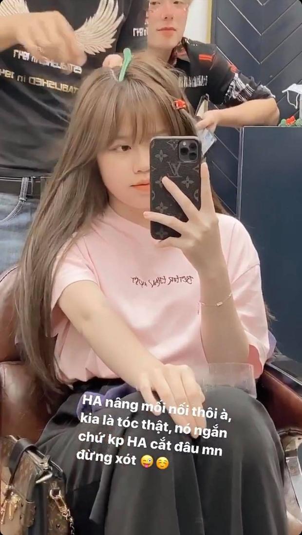 """Huỳnh Anh (bạn gái Quang Hải) khiến fan hốt hoảng vì """"cắt phăng mái tóc dài"""" - Ảnh 2."""